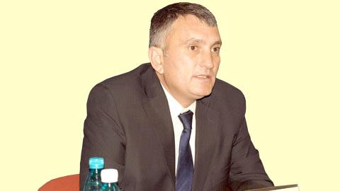 Cristian Buican il ia la rost pe Ministrul Educatiei