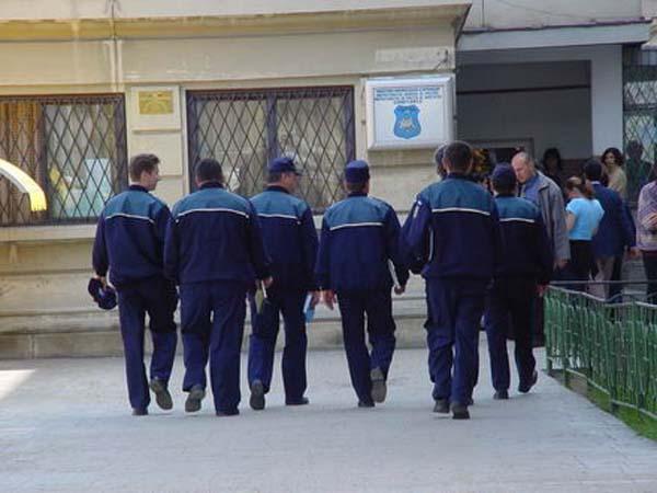 """""""Verde"""" pentru politistii urmariti penal"""