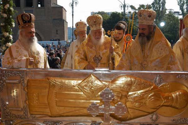 Moastele Sf. Grigorie Dascalu, aduse in Valcea