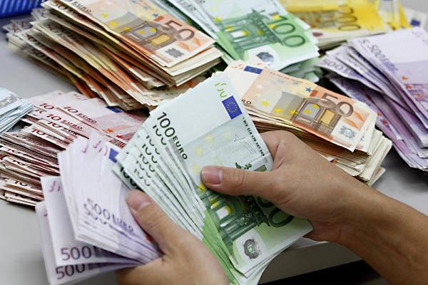Basescu, data optima pentru adoptarea monedei euro este 2017