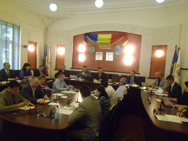Astăzi ora 13.00, şedinţa extraordinară a Consiliului Local