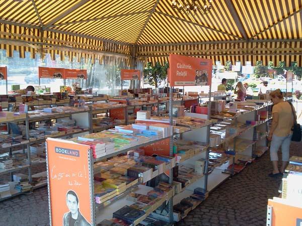 Caravana Cartii BookLand revine la Ramnicu Valcea, in fata Parcului Mircea cel Batran