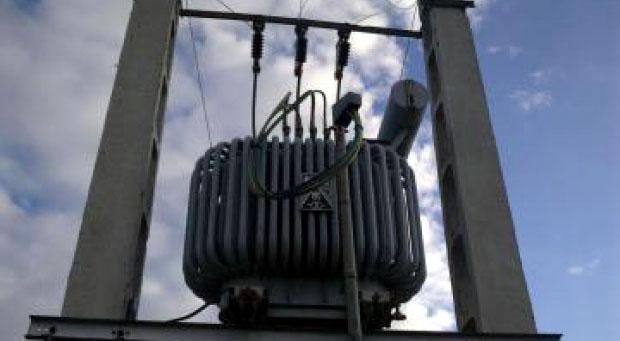 350 de consumatori, în pericol de a rămâne fără curent electric din cauza proprietarului unui teren