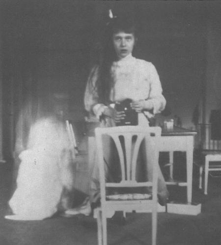 Prinţesa Anastasia a Rusiei, prima adolescentă care şi-a făcut poză singură. Iată ce fotografie a realizat în 1914