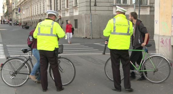 Biciclişti, mopedişti şi pietoni