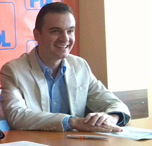 """Cosmin Constantinescu: Primarul care ÎNCĂ conduce primăria are proiecte """"măreţe şi amuzante"""""""