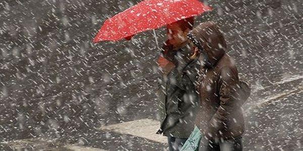 UPDATE: Ploi, lapoviţă şi ninsori, începând de mâine dimineaţă.