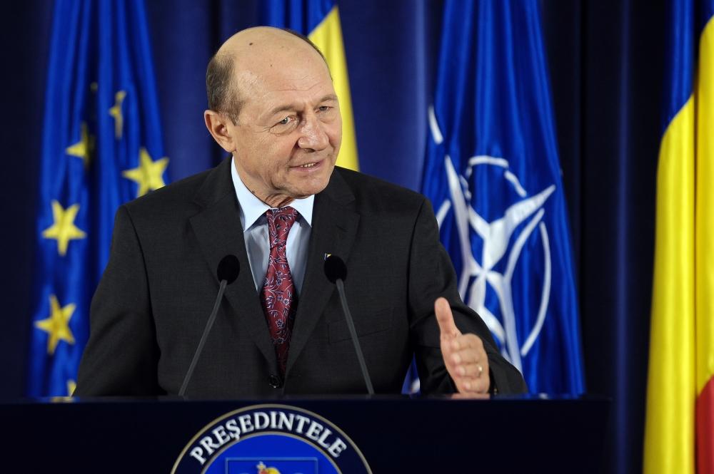 Băsescu: E inadmisibil să pui accize pe combustibil să faci rost de bani de campanie pentru BARONI