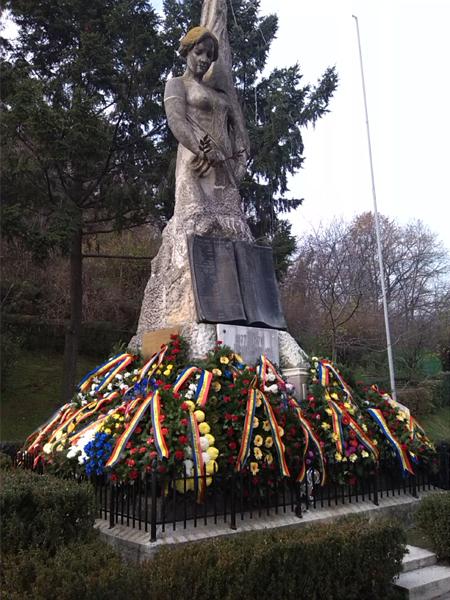 Şi vâlcenii au sărbătorit Ziua Naţională a României.