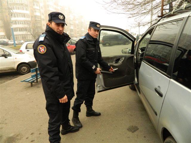 Craiova: Şofer de persoane în particular, prins cu armă albă