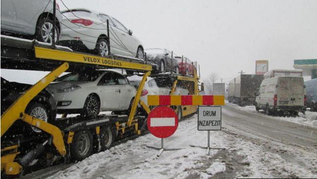 Echipele CEZ Distributie lucreaza permanent pentru remedierea incidentelor provocate de conditiile meteo deosebite.