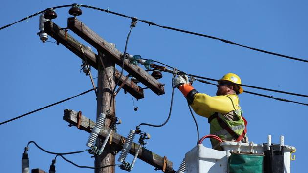 CEZ distributie informeaza asupra schimbarilor legislative privind procesul de extindere a retelei electrice de distributie