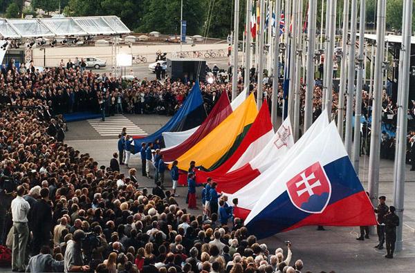 10 ani de la cea mai mare extindere la Uniunea Europeană