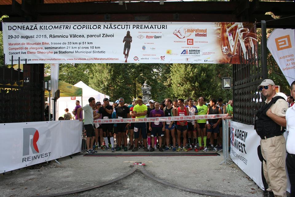 Atletii se pregatesc de start la Maratonul Olteniei