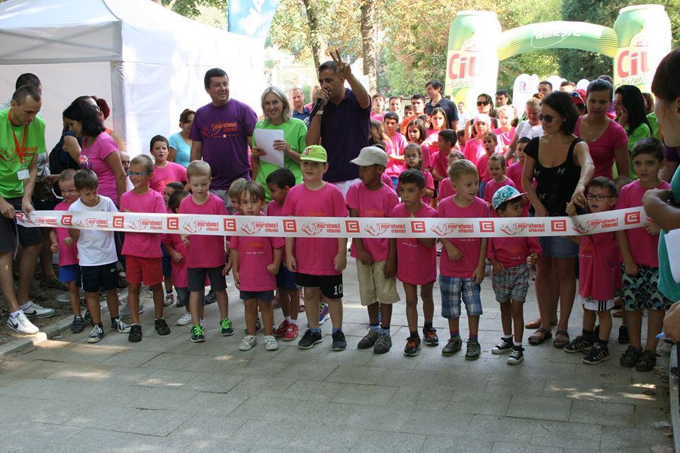 Copii se bucura de miscare in aer liber la Maratonul Olteniei