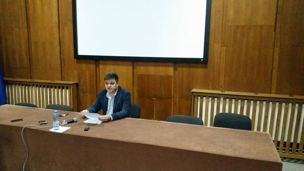 Denunţ în conferinţă de presă! Romeo Rădulescu susţine că Gutău ar fi aranjat un tun imobiliar de 3,5 milioane de euro din bugetul Râmnicului!