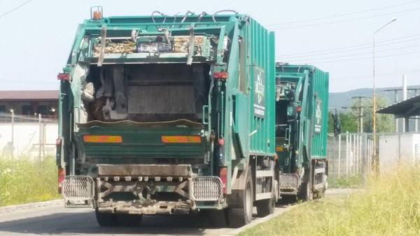 masini Romprest la poarta statiei de compost