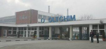 Administratorii Oltchim îi momesc pe salariaţi să aprobe vânzarea combinatului pe bucăţi