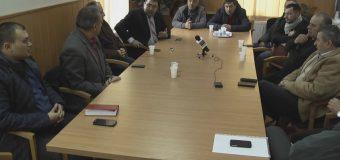 Primarul interimar din Bujoreni cere locuitorilor să-şi desemneze urgent patru reprezentanţi pentru completarea Comisiei de fond funciar