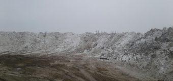 Romprest a aruncat munți de zăpadă, în Sectorul 1, pe un teren privat! Primarul Dan Tudorache tace și finanțează