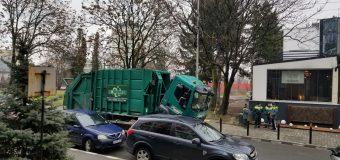 FOTO Strada General Praporgescu blocată traficului auto