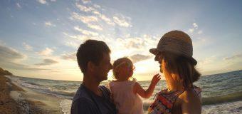 Prima vacanță cu bebelușul? Cum să faci față situației cu brio