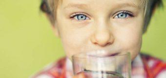 Cât de curată este apa pe care o bei? 5 motive pentru a instala un dozator acasă