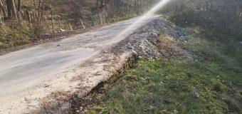 FOTO Rădulescu, deși a dat 350.000 mii lei sportului municipal, nu are, de trei ani de zile, 470.000 mii lei pentru o alunecare de teren la Bărbătești…